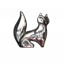 مجسمه روباه کوچک نقره ای نشسته