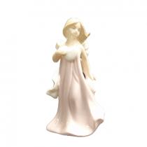 مجسمه چینی دختر صورتی کوچک