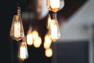 بررسی تجهیزات روشنایی خانه